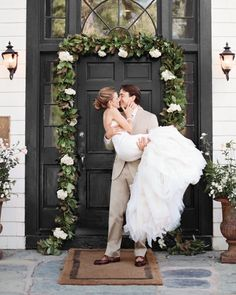 24 Utterly Romantic Wedding-Day Kisses - Joanna and Kyle