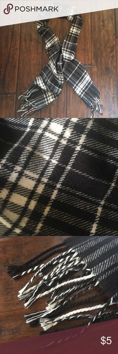 Black & White Plaid Scarf Like new acrylic rectangle scarf. It's very warm and soft, perfect for fall and winter! Accessories Scarves & Wraps