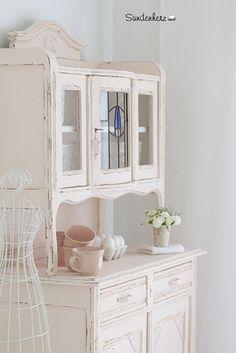 vintage buffets k chenbuffet shabby chic in puder rosa q ein designerst ck von. Black Bedroom Furniture Sets. Home Design Ideas