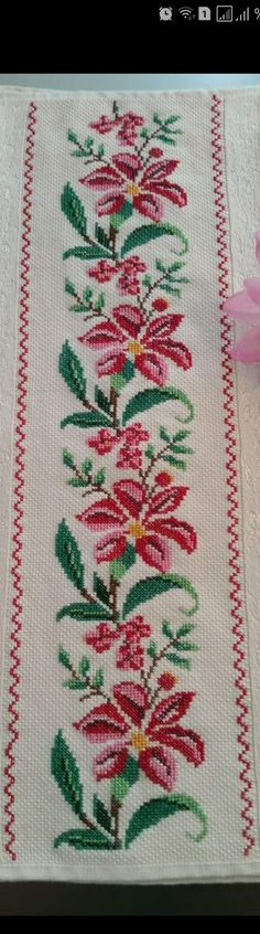 This Pin was discovered by flo Beaded Cross Stitch, Cross Stitch Art, Cross Stitch Embroidery, Hand Embroidery, Cross Stitch Patterns, Chrochet, Needle And Thread, Diy And Crafts, Bohemian Rug