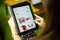 La mitad de los padres regalarán un dispositivo móvil a sus hijos por Reyes - Economía, negocios y finanzas - Noticias, última hora, vídeos y fotos de Economía, negocios y finanzas en lainformacion.com
