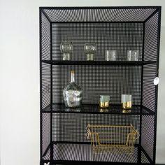 #nordicdecoration #scandinavianstyle #bookstand #glass #basket #black #metalfurniture #whitewall #nordal