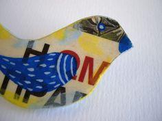 Cute brooch! Bird brooch  Paper mache hand painted ooak by FishesMakeWishes, €16,00