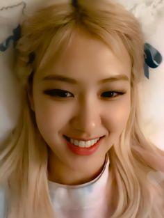 "rosé pics on Twitter: ""rosé best girl 😭… "" Yg Entertainment, Kpop Girl Groups, Kpop Girls, Foto Rose, Lisa Blackpink Wallpaper, Rose Icon, Rose Park, Kim Jisoo, Blackpink Photos"