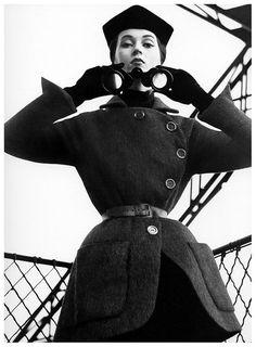 Dovima in Balenciaga on the Eiffel Tower, photo by Richard Avedon, Harper's Bazaar, 1950