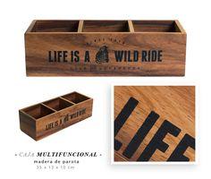 Caja de madera de parota con divisiones y diseño impreso al frente. Un objeto muy original para ser parte de tu decoración.