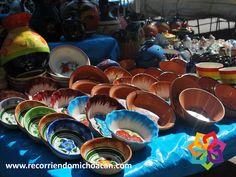 RECORRIENDO MICHOACÁN ¿Sabe sobre la cerámica de Tlalpujahua? Es el hermoso arte de convertir los cuatro elementos tierra, agua, aire y fuego en maravillosas piezas que son admiradas y reconocidas en todo el mundo. En este pueblo mágico podrá encontrar más de 350 artículos diferentes y 150 diseños para escoger el que más le agrade. Le invitamos a visitar Michoacán y a descubrir la belleza de este maravilloso estado. HOTEL VILLAMONTAÑA http://www.villamontana.com.mx/