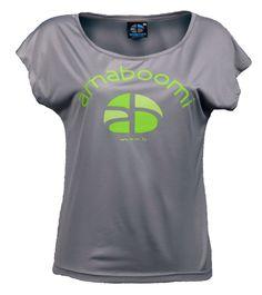 KIBO - Ash Grey T-Shirt Large 100% recyclé  Vous recherchez confort, qualité et style? Nous avons ce qu'il vous faut ... le t-shirt large Kibo! Ce t-shirt 100% recyclé pour femmes, fabriqué à partir de 9 bouteilles en plastique, est une combinaison parfaite de multiples spécifications techniques qui le rendent si spécial et indispensable, en plus d'être un produit eco friendly par excellence.   à voir sur : http://www.amaboomi.com/fr/tee-shirts-recycles-femme/59-kibo-gris.html