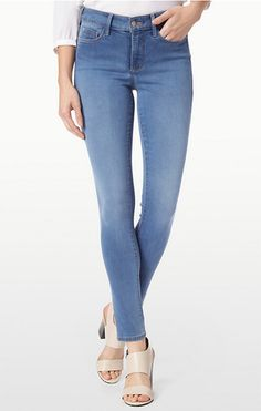 We found the best jeans for flat butts, including low-rise, light-wash, and skinny jeans. Shop them at Nordstrom. Best Jeans, Mom Jeans, Black Leather Flats, Skinny Ankle Jeans, Things To Buy, Madewell, Nordstrom, Denim, Pants