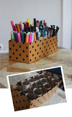 Idea para organizar y ordenar bolígrafos y rotuladores, con material reciclado: tubos de papel higiénico y una caja de zapatos forrada #DIY_N&E