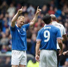 Jorg Albertz celebrates his goal for Rangers