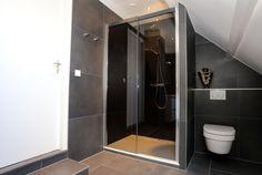 Voorbeeld van een gerealiseerde badkamer door Sanidrome het Badhuis uit Scheemda.