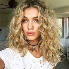 blonde curls. Highlights. http://rnbjunkiex.tumblr.com/post/157431967857/types-of-perms-you-can-create-on-short-hairs