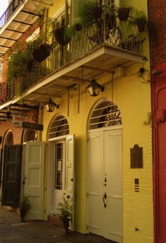Former home of William Faulkner-Faulkner House Books 624 Pirate's Alley New Orleans, LA 70116‎