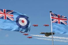 Red Arrows and Vulcan. Avro Vulcan, Raf Red Arrows, Airplane Crafts, Flight Deck, Royal Air Force, Air Show, Military Aircraft, Armed Forces, Fighter Jets