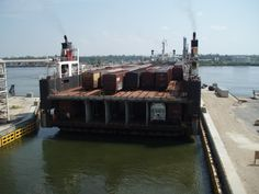 The CGR connects with CSX Transportation, Norfolk Southern, BNSF Railway, Canadian National Railway, and Alabama Gulf Coast Railway all at Mobile, Alabama, and Ferrocarril del Sureste at Coatzacoalcos, Veracruz. The railroad operates two double deck rail-ferries capable of carrying 115 railcars each.  The vessels Bali Sea and Banda Sea operate between the two ports up to four times a week.