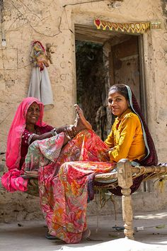 Rural Rajasthan - relaxing on a charpoy in the courtyard India Destinations, Costume Ethnique, Village Photography, Mother India, Village Photos, Indian Colours, Rural India, Indian Village, Amazing India