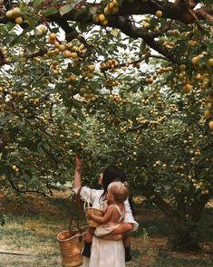 Mother and daughter in an orchid ideas for fashion style boho chic indie Vie Simple, Northern Italy, Family Goals, Family Life, Farm Life, Dream Life, Country Life, Summer Vibes, Summer Days