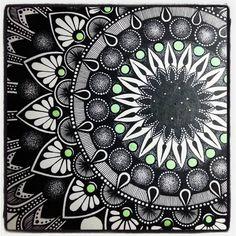 168 vind-ik-leuks, 1 reacties - Anneliese (@anneliesedelaunay) op Instagram: '#wip #geometricart #mandalas #mandala'