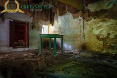 Inside a forgotten Cretan house...