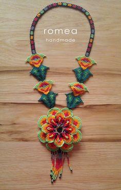 Collar Flor hecho a mano  Huichol  Romea Accesorios