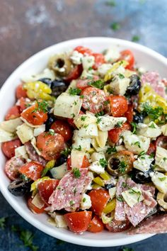 This Low Carb Antipasto Salad Recipe is great for lunch, dinner, snacks or meal prep. A Keto friendly salad that can be in the fridge waiting for you. Low Carb Recipes, Diet Recipes, Healthy Recipes, Dinner Salad Recipes, Healthy Low Carb Meals, Healthy Filling Meals, Easy Low Carb Lunches, Filling Snacks, Filling Food