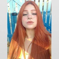 ruiva ruivas redhead redheads red redhair ginger gingerhair teen teens girl girls woman eyes lips hair beauty nice cute model linda bonita adorable style naturally instacool sardas look cute Beautiful Freckles, Beautiful Red Hair, Long Curly Hair, Curly Hair Styles, Tmblr Girl, Shave Her Head, Pretty Redhead, Girls Tumbler, Strawberry Blonde
