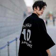 Seoul fashion week shared by noeliably on we heart it Boys Korean, Hot Korean Guys, Cute Korean, Asian Boys, Asian Men, Korean Fashion Kpop, Korean Fashion Winter, Korean Fashion Casual, Korean Street Fashion