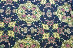 Ткань шифон набивной темно-синего цвета с ярким орнаментом купить в цвете темно-розовый, кремовый, персиковый, желтый, зеленый, розовый, темно-синий, темно-зеленый - каталог тканей в интернет магазине Poshvu