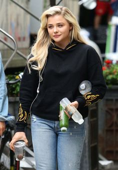 Chloe Moretz On The Set Of Louis C.k. Untitled Movie Project In New York