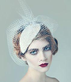 Resultados de la Búsqueda de imágenes de Google de http://chicweddinghairstyles.com/wp-content/plugins/jobber-import-articles/photos/125321-vintage-wedding-hair-accessories.jpg