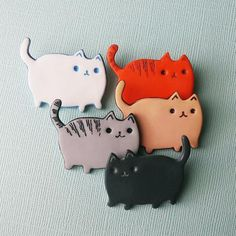 Gray Tabby Cat badge brooch polymer clay brooch handmade gray  #cats #brooch #handmade #tabby #tabbycat #gingercat #whitecat #blackcat #creamcat #kitten #kitty #badge #accessories #cute #pet #polymerclay #fimo