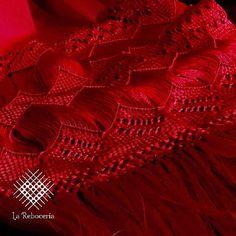 Las puntas del rebozo, son un elementos característicos de esta prenda, resaltan su belleza y le otorgan su elegante movimiento.  En el #EdoMex, Calimaya se distingue por la habilidad de sus mujeres para realizar primorosa puntas que son muestra del gran legado Otomi.  Te compartimos nuestro catálogo de únicos y tradicionales rebozos en: kichink.com/stores/lareboceria  #rebozo #mexico #artesanal #craft #handcrafted #SLP #Queretaro #Toluca #Cdmx #Metepec #textiles #mexicomagico #pueblomagico…
