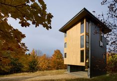 Architecturally-Intriguing House in Michigan, USA: Glen Lake Tower
