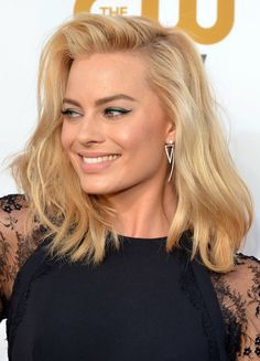 HOW TO - Get Margot Robbie's long lasting blonde bombshell hair colour - RAW Anthony Nader Actress Margot Robbie, Bombshell Hair, Blonde Hair Extensions, Brown Blonde Hair, Blond Bob, Blonde Honey, Golden Blonde, Celebrity Hairstyles, Prom Hairstyles