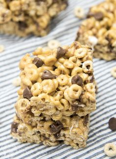 Chocolate Chip Fluffernutter Bars - These ooey gooey cereal bars are coated in a marshmallow peanut butter mixture and stuffed full of chocolate chips for a delicious treat! #ad #foodawakens