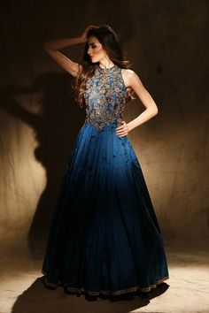 halter neck gown , high neck gown , sleeveless gown