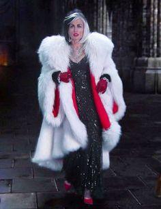 Cruella Villain Costumes, Disney Costumes, Cosplay Costumes, Halloween Costumes, Halloween Outfits, Disney Movie Villains, Work Appropriate Costumes, Once Upon A Time, Cruella Deville Costume