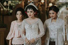 Jawa Heritage Mixed Cinderella Dress Wedding Themed ala Fitri dan Kenji - Fitri Kenji Pernikahan Jawa Gran Mahakam