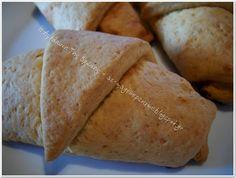 Σαν κρουασάν Bread, Ethnic Recipes, Food, Breads, Baking, Meals, Yemek, Sandwich Loaf, Eten