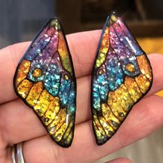 Butterfly wings created with an image transfer to UV Resin and then added some bling! Still working on this week's tutorial on how to do an image transfer to UV Resin. I'm REALLY liking this set! 🦋 You know me…just had to add a bit. Diy Resin Art, Diy Resin Crafts, Uv Resin, Jewelry Crafts, Recycled Cd Crafts, 80s Jewelry, Premier Jewelry, Bead Crafts, Bling Jewelry