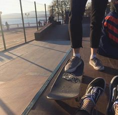 Right now, skate styles is therefore customary in well known way of life, that'd it look like targets for those to use. Skate 3, Skate Girl, 90s Grunge, Grunge Style, Indie Style, Tumblr Boy, Skater Boys, My Vibe, Aesthetic Grunge