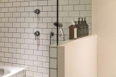 ホテルライクな浴室。タイルは見た目の美しさだけでなく、掃除がしやすいと機能性も兼ね備えています。#M様邸板橋本町 #浴室 #ホテルライク #タイル #EcoDeco #エコデコ #リノベーション #renovation #東京 #福岡 #福岡リノベーション #福岡設計事務所 Sink, Vanity, Bathroom, Interior, Home Decor, Sink Tops, Dressing Tables, Washroom, Vessel Sink