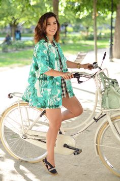 Helloitsvalentine_Anthropologie_look_bike_11