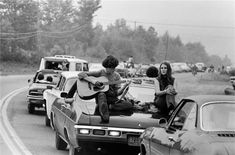 Discover out historic collection of Woodstock 1969 photos online and in store. Shop available Woodstock festival pictures from Morrison Hotel Gallery today! 1969 Woodstock, Woodstock Festival, Woodstock Hippies, Woodstock Photos, Morrison Hotel, Rock Festivals, Rock Roll, Past Life, Summer Of Love