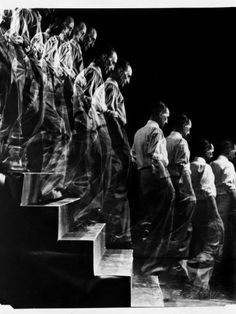 """red-lipstick: """" Eliot Elisofon - Marcel Duchamp Descending A Staircase, New York, LIFE Magazine, 1952 Photography """" Action Painting, Motion Photography, White Photography, Famous Photography, Narrative Photography, Time Lapse Photography, Photography Series, People Photography, Vintage Photography"""