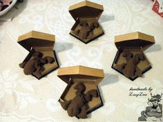 Handmade by Lissy Lou: Chocolate Frogs (inspired by the Harry Potter Series) Box Patterns, Fabric Patterns, Art Walls, Wall Art, Chocolate Frog, Frog Design, Harry Potter Movies, Gold Paint, Fantastic Beasts
