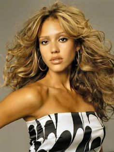 Hollywood actress Jessica Marie Alba is an American film actress. To see Hollywood actress Jessica alba biography and latest wallpapers collection. Pixie Cut Bangs, Celebrity Bangs, Celebrity Hairstyles, Hairstyles With Bangs, Popular Hairstyles, Photomontage, Jennifer Aniston, Jennifer Lopez, Hair Styles 2014