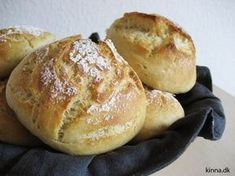 Boller koldhævede - natten over Sorry - Danish recipe Baking Recipes, Real Food Recipes, Snack Recipes, Yummy Food, Bread Recipes, Vegetarian Recipes, Healthy Food, Cooking Bread, Bread Baking