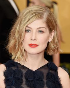 Rosamund Pike - Don't get gone girl! Those lips you're sporting at the SAG Awards are BOLD!